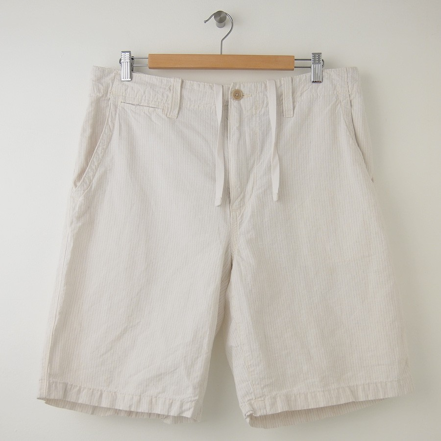 Banana Republic offers a variety of men's shorts in khaki, plaid and gingham. Our cargo shorts for men are classic favorites and are available with or without pockets on the side. Made from natural cotton or linen, men's shorts from Banana Republic are comfortable and cool for warm weather.
