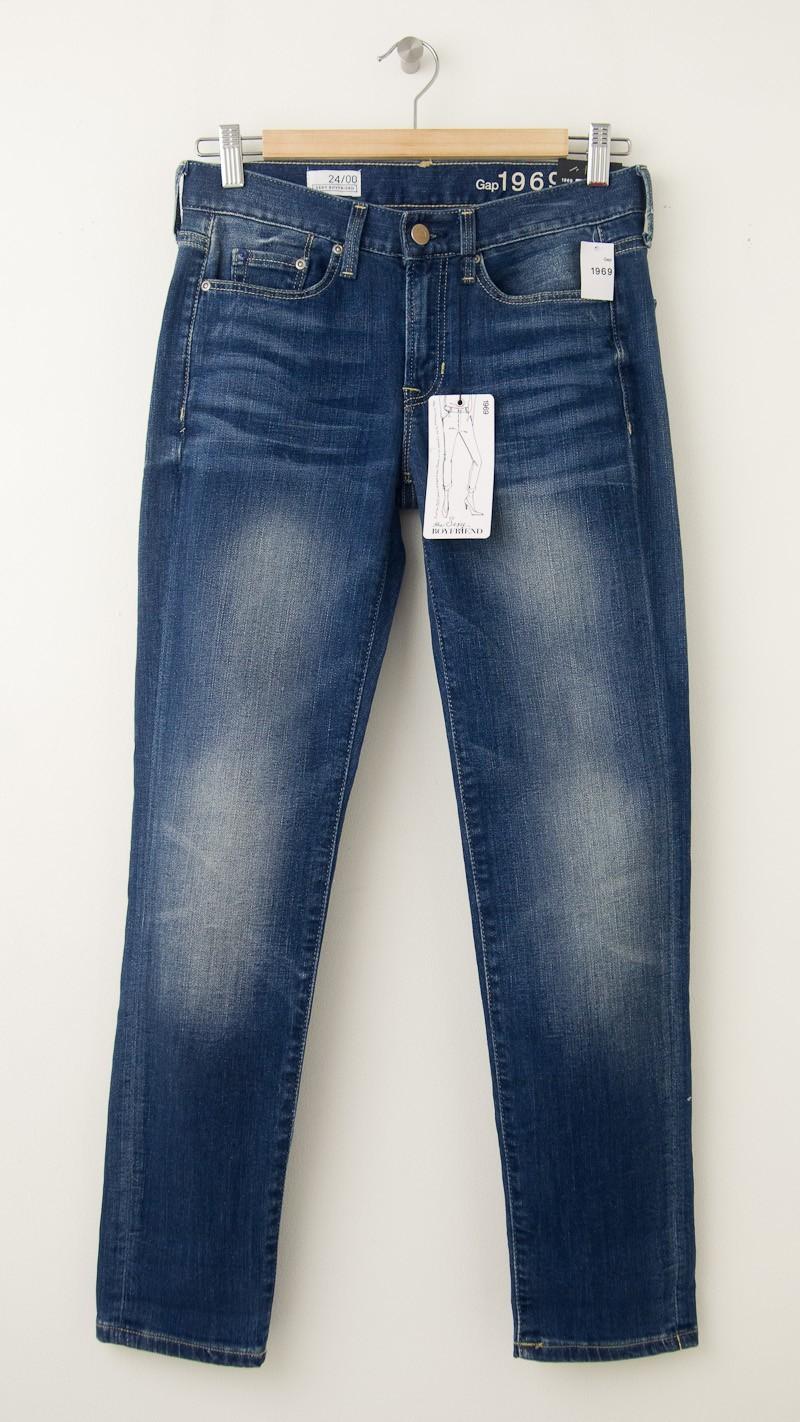 NEW Gap 1969 Sexy Boyfriend Jeans in Mitchum Wash