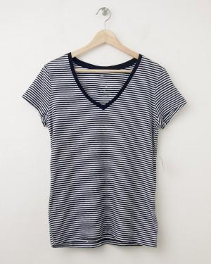 NEW Gap Women's The Essential Stripe V-Neck Tee T-Shirt in Navy Stripe